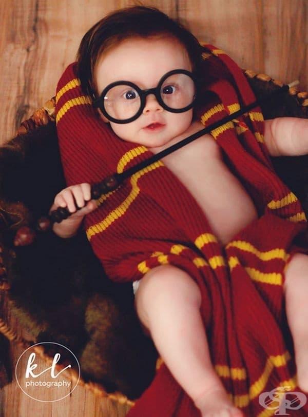 Фотосесия на 3-месечно бебе, облечено като Хари Потър