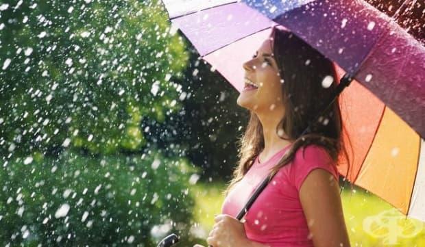 В дъждовно време обикновено има малко хора навън. Разходката тогава ни дава повече пространство, което позволява на човек да събере мислите и чувствата си.