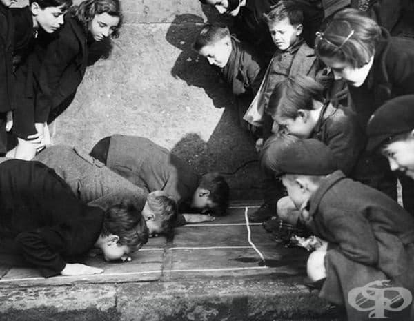 """Деца играят на """"Push the Peanut"""", 1938 г."""
