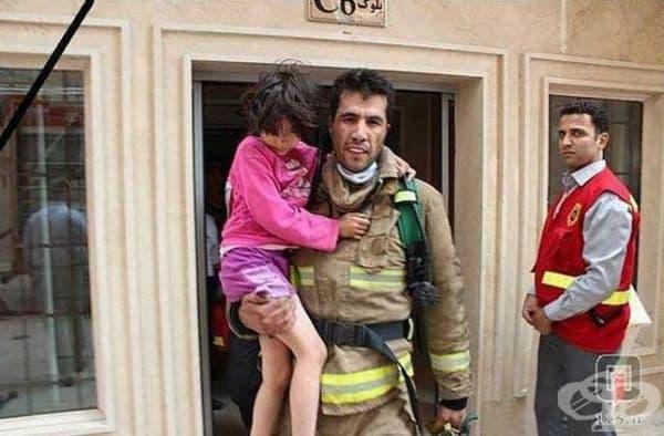 Това е ирански герой спаси момиченцето от пожар като й даде кислородната си маска. Той почина след това, но органите му спасиха живота на още 4-ма души..