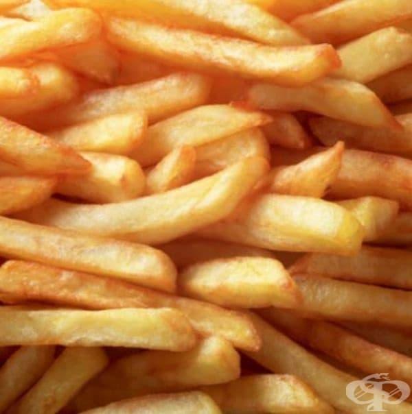 Фризерът не е добра идея за съхранение и на пържени картофи. При размразяване те се превръщат в мека и безвкусна храна. Ако все пак имате замразени картофи, готови за фритюрник, ви съветваме да ги сготвите във фурната.