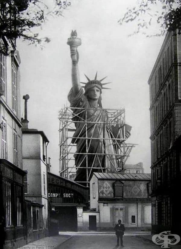 През 1886 г Статуята на Свободата е съхранявана известно време в Париж. Тя е била подарък от Франция за Америка в знак на приятелството между двете нации и бележи стогодишнината от независимостта на САЩ.