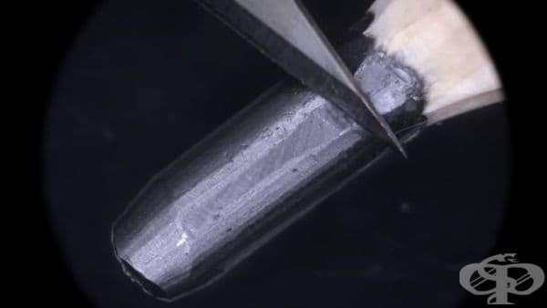 През повечето време Фида използва микроскоп, за да може да направи и  най-малките детайли от бъдещия си шедьовър. Средният размер на миниатюрите му варира между 2 мм и 5 мм.
