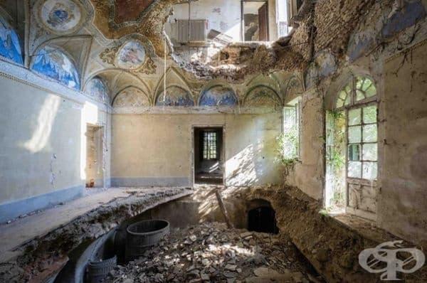 Изоставена вила в Италия.