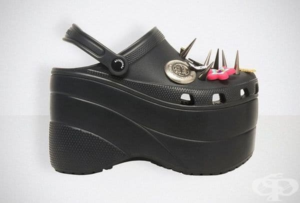 Следващият модел е бил в черен цвят и с шипове. Подобно на всички класически модели Crocs, моделите Balenciaga са изработени от специалния водоустойчив материал - крослит.
