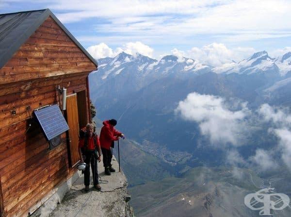 За любителите на екстремни преживявания съществуват и къщи на ръба на скалите.