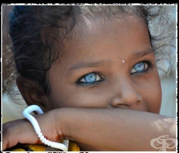 Това момиче от Източна Индия има сини очи, благодарение на мутациите в гените.