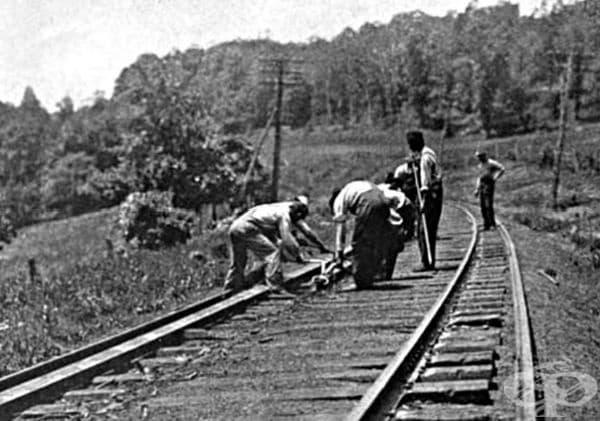 Танцьор Ганди. Това е жаргонен термин, използван за ранните железопътни работници. Преди въвеждането на машини за полагане и поддръжка на железопътни релси, работата се е извършвала на ръка.