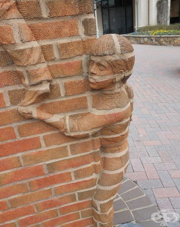 Скулптура от Брад Спенсър в центъра на Шарлот, Северна Каролина.