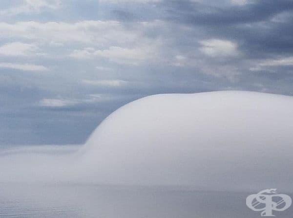 Мъгла над езеро.