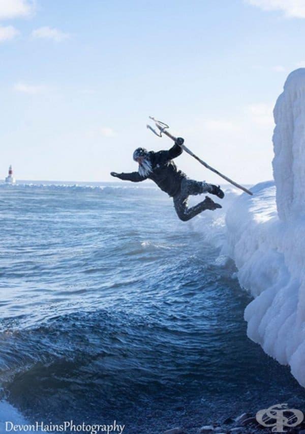 """""""Аз не съм опитен сърфист, но съм пробвал няколко пъти. Предпочитам да снимам Дан от безопасно място"""", коментира фотографът Девън Хейнс."""