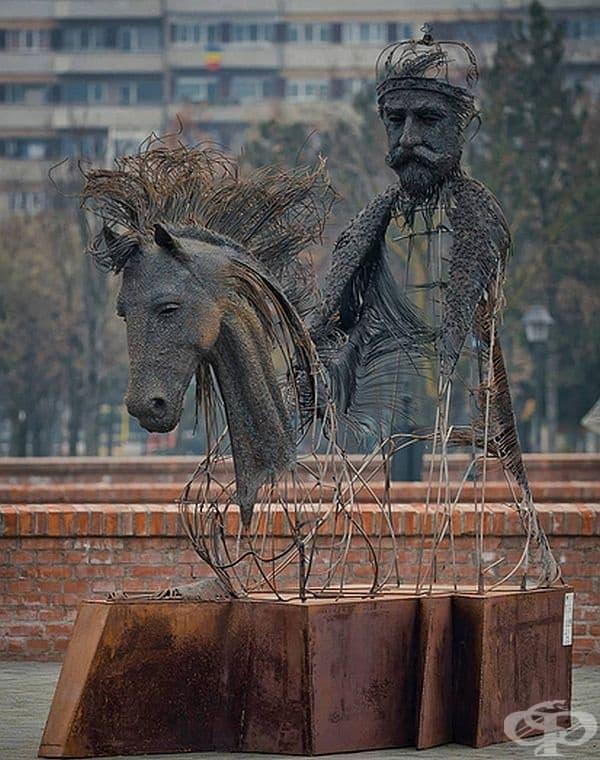 13 скулптури на исторически личности, създадени от желязо и медни жици