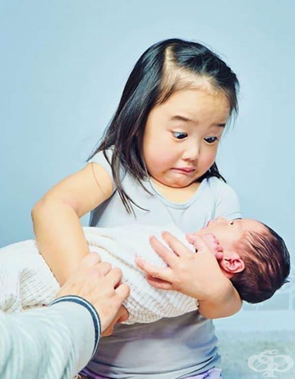 """""""Реакцията на дъщеря ми, когато хвана за първи път сестра си."""""""
