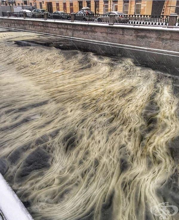 Мраморният канал в Грибоедов в Санкт Петербург.
