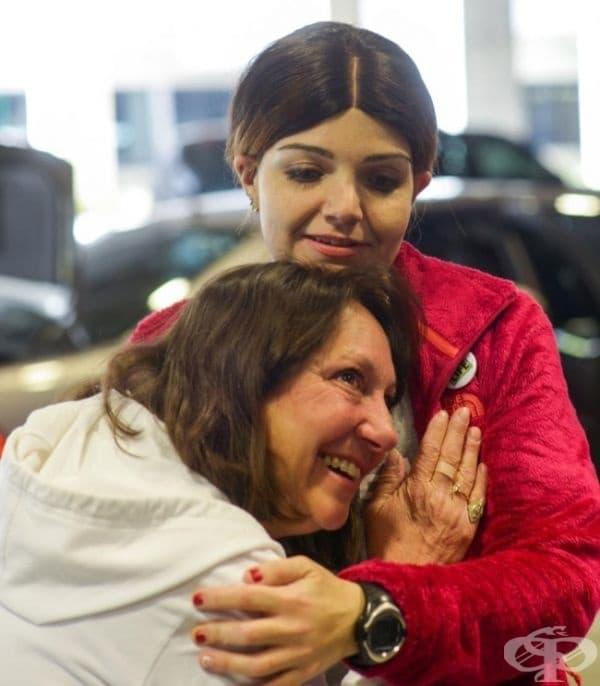 Майка слуша как сърцето на починалия й син бие в гърдите на момиче, на което е било трансплантирано.