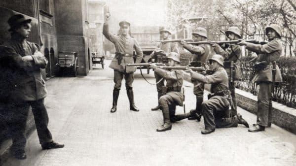 Екзекуция на комунист, Германия, 1919.