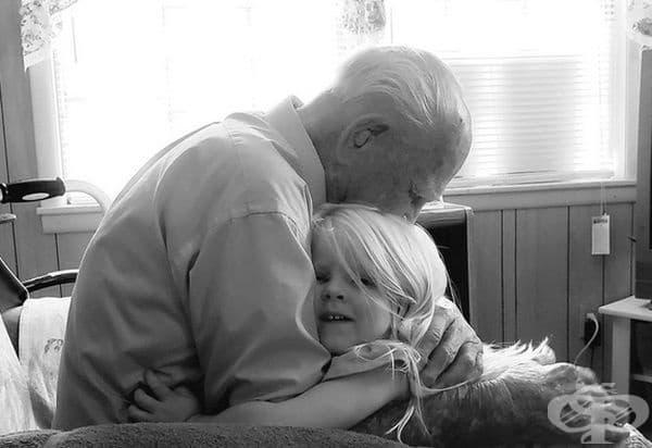 """""""Това е дядо ми на 103-годишния си рожден ден с моята 3-годишна дъщеря."""""""