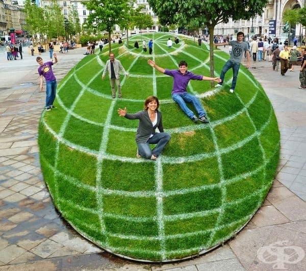 Ако погледнете тази поляна под определен ъгъл, тя ще се изглежда като глобус.