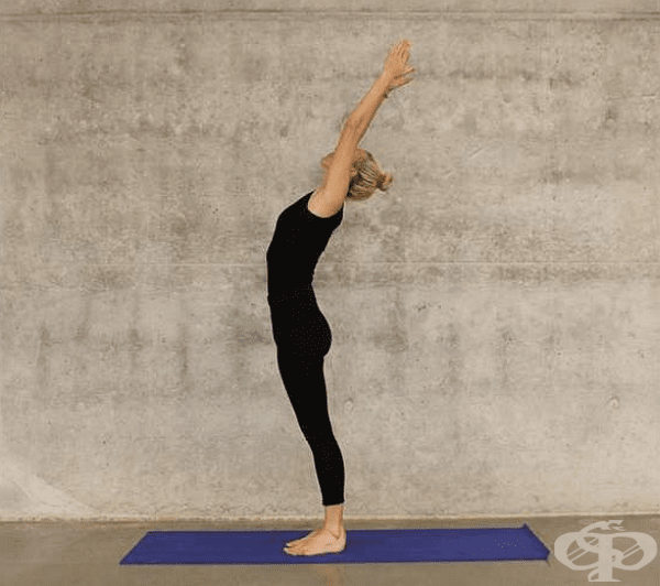 Това упражнение е много подобно на първото, но тук отделяте стъпалата, без да повдигате петите. Изпълнете го 40 пъти.