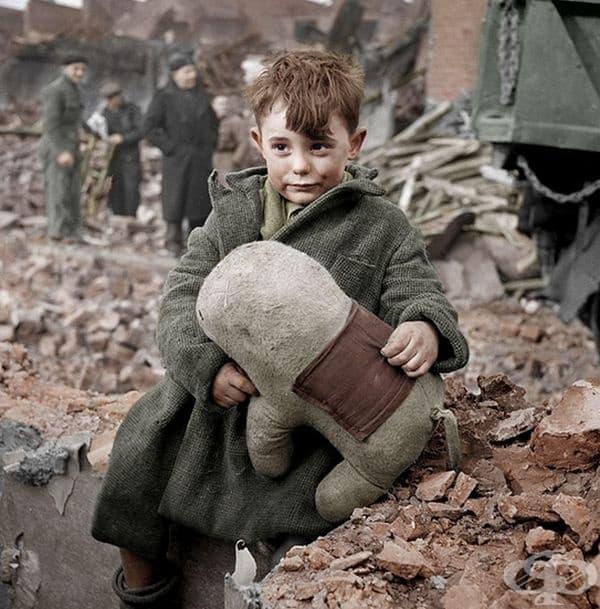 Дете - сирак в Лондон, 1945 г.