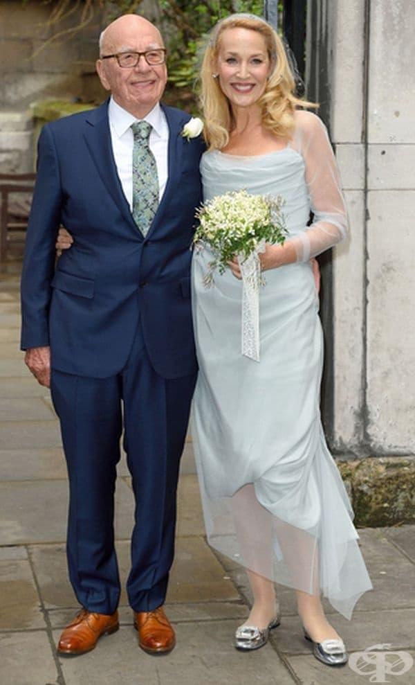 Джери Хол, 2016г. Актрисата и модел Хол се омъжи в светлосиня рокля за Рупърт Мърдок.
