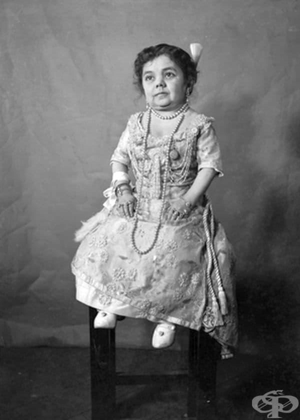"""Тази жена е известна като """"Живата кукла""""."""