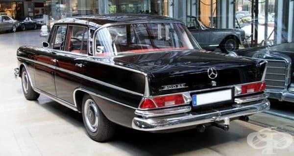 1961 Mercedes W112 300SE седан (ФРГ).