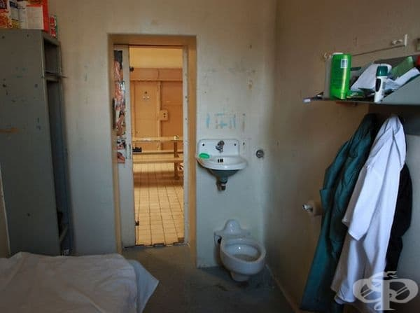 Затворът Бордо, Монреал, Канада помещава около 1000 до 1500 затворници - мъже с присъда от две години или по-малко.