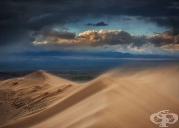 Пясъчна буря, Национален парк Алтън Емел, Казахстан.
