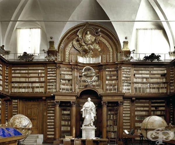 """Библиотека """"Касаната"""" в Рим, Италия."""
