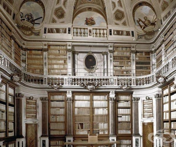 Публичната библиотека в Имола, Италия.