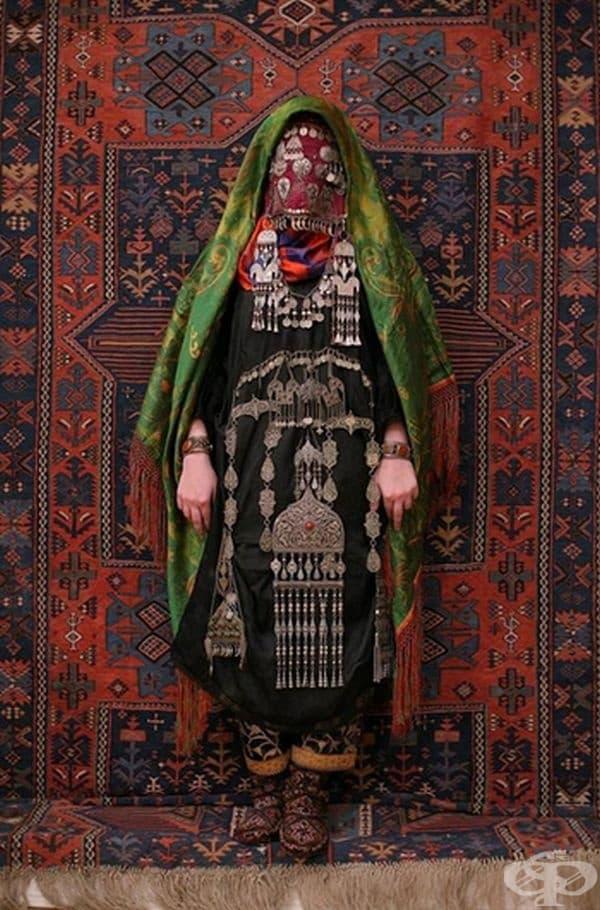 Традиционно облекло на булка от Авар, Кавказ.