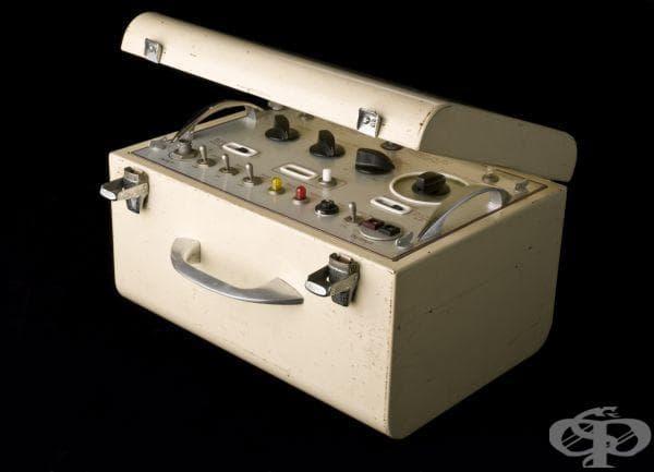 """Поява на кардиостимулатора """"Glamorgan"""", ползван от 1956 до 1966 година"""