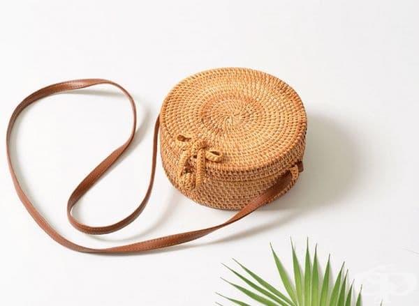 Плетена чанта за летни разходки.