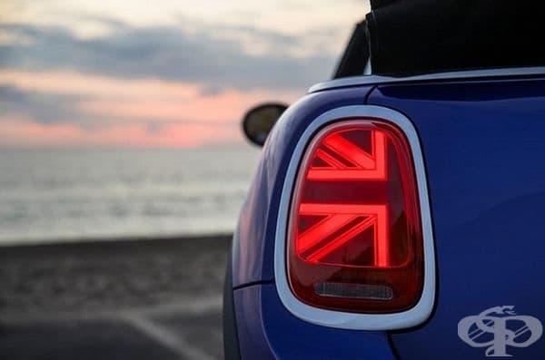 Задните фарове на Mini Cooper 2019 са направени да светят във формата на британско знаме
