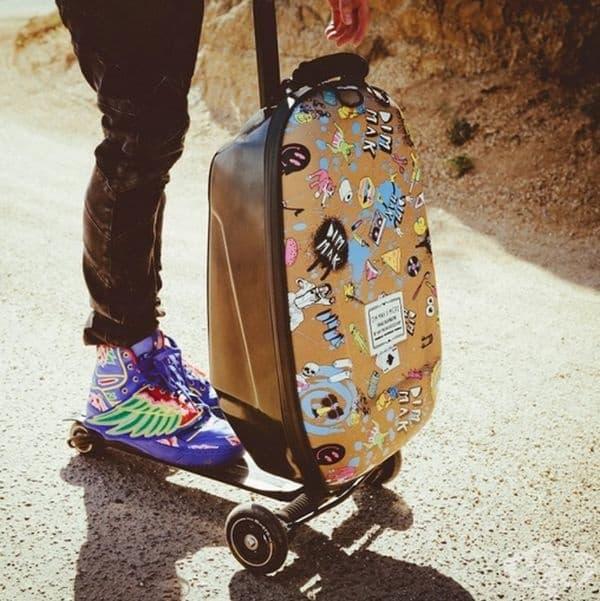 Това е невероятен хибрид на скутер и куфар. Ако багажът ви е твърде тежък, за да го носите в ръцете, можете да го приспособите като скутер. Ще се забавлявате, ще имате свободни ръце и няма да се уморите да носите всичките си неща.