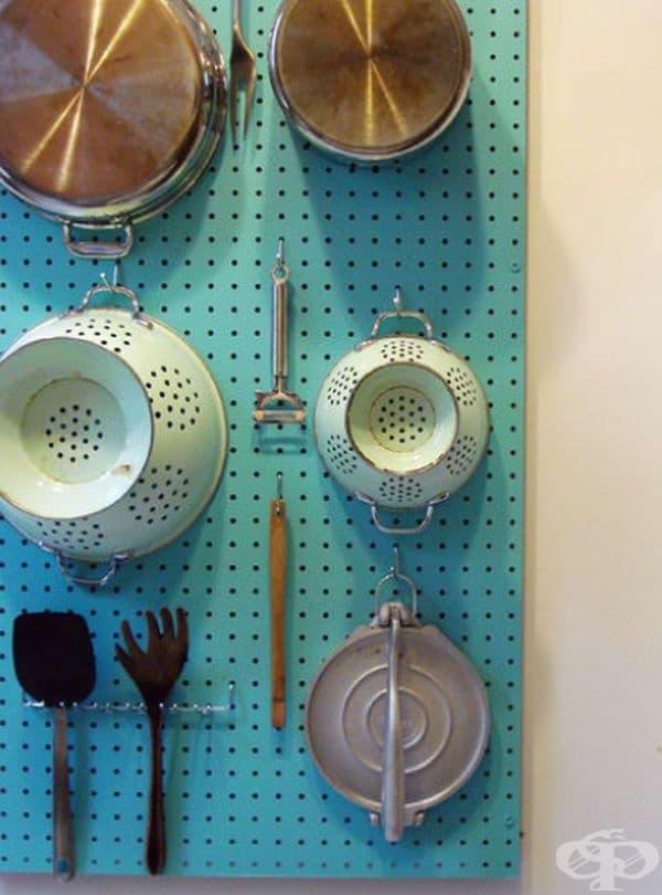 Дъска с дупки – позволява да закачите различни кухненски съдове.