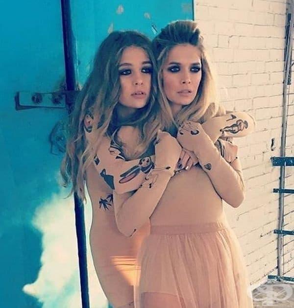 Соня и Вера Брежневи. Соня е дъщеря на популярната руска певица и актриса Вера Брежнева. Соня наскоро навърши 17 г., а майка й е само на 36 г. Една до друга те изглеждат като сестри на не по-вече от 25 години.