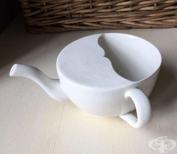 Чаша-чайник. Такива чаши са се използвали в края на 19 в. и началото на 20 век в болниците за утоляване на жаждата при болни, които не могат да стоят в седнало положение.