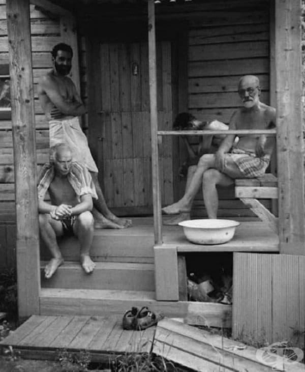 Зигмунд Фройд и Карл Юнг релаксират с приятели в сауна, 1907.