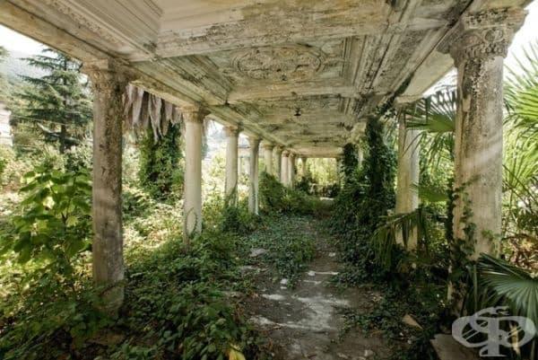 Изоставена железопътна гара, Абхазия.