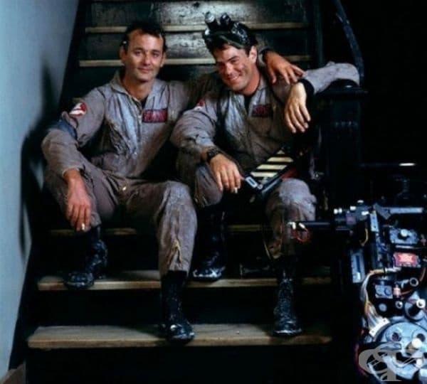 """Бил Мъри и Дан Акройд по време на почивка на снимачната площадка на """"Ловци на духове"""", 1984."""
