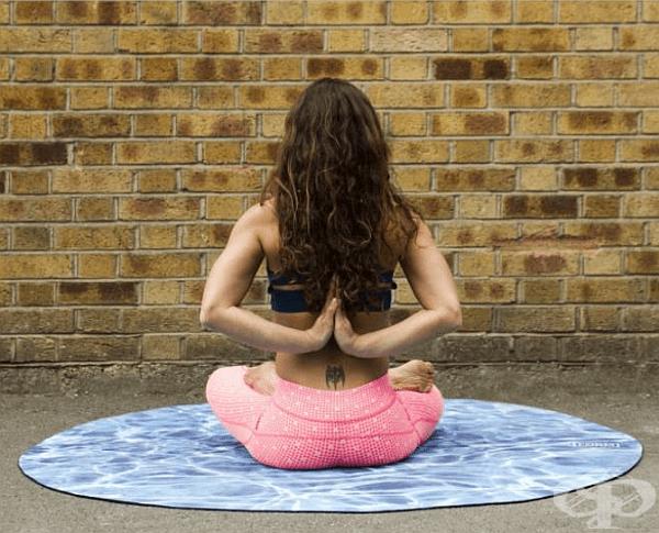 Стягайте и отпускайте мускулите на задните части 40 пъти. Това упражнение може да се изпълни в седнало и изправено положение, както и при предвижване.