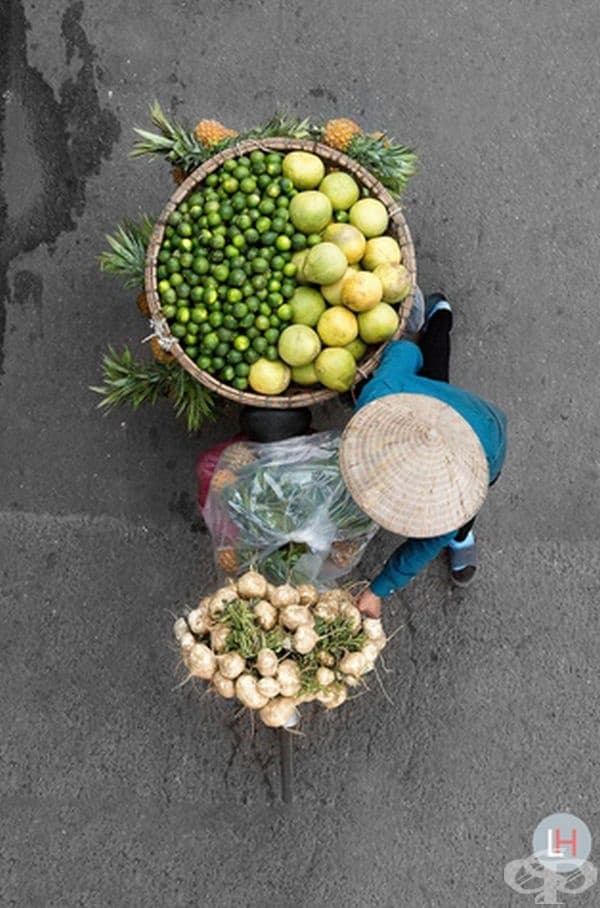 Виетнам: цялата колоритна магия на кошниците, носени от търговци на велосипеди