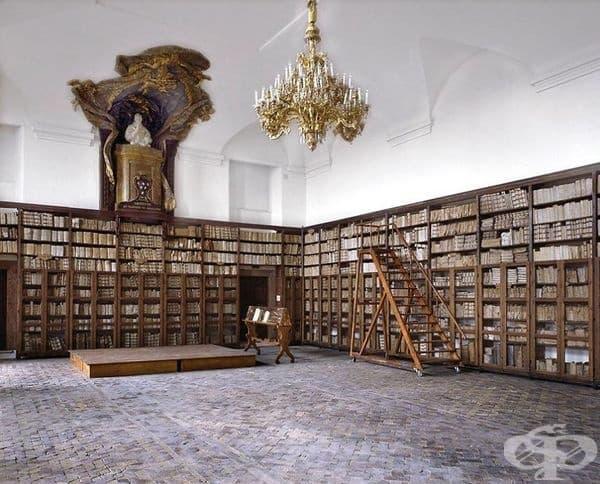 "Библиотека ""Палацо Алтиери"", Рим, Италия."
