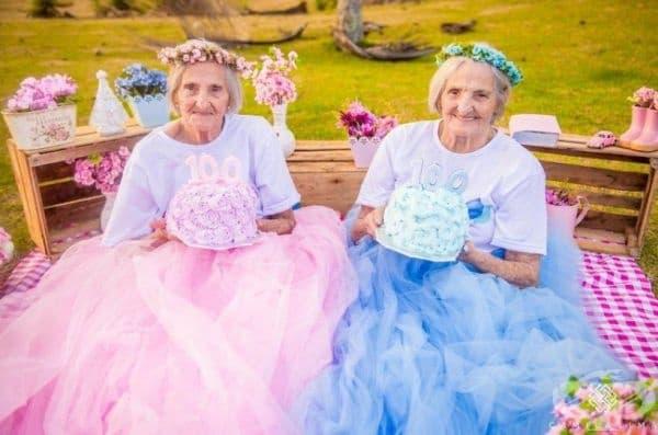 Баби близначки отбелязват своя 100-годишен юбилей с щур купон