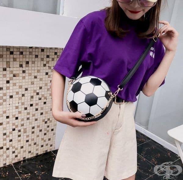 На футболен турнир със собствена топка.