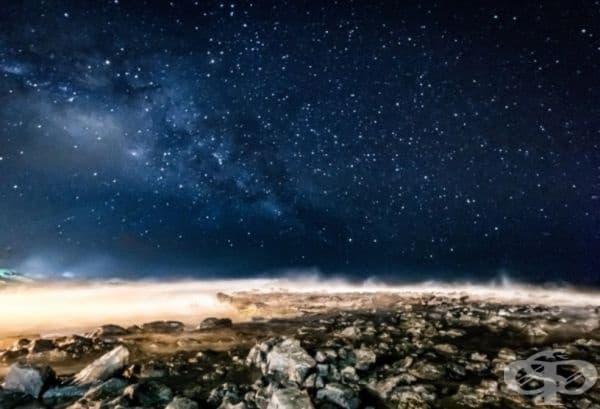 """""""Изключително съм щастлив както с разположението на Млечния път, така и с начина, по който фаровете на колата осветяват плажната ивица на Кауай""""."""