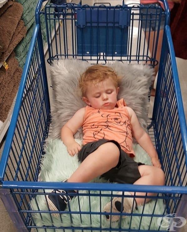 Изморен от пазаруване.