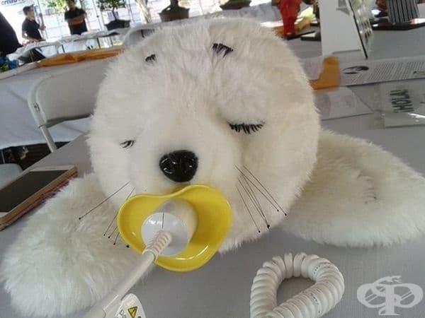 Paro seal е японски терапевтичен робот, предназначен да помага на пациенти с деменция. Това е начинът, по който се зареждат тези роботи.